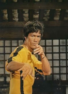 Bruce Lee - Game of Death Bruce Lee Games, Bruce Lee Art, Bruce Lee Martial Arts, Eminem, Bruce Lee Training, Bruce Lee Pictures, Blue Lee, Parkour, Poses