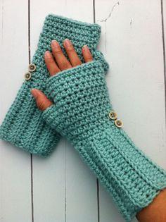 Crochet fingerless gloves - no pattern, but looks very easy (double crochet ribbing on wrist, single crochet on hand)