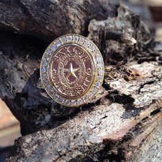 Women's Baylor ring with university seal in yellow gold