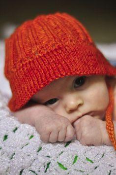 Super cute baby bucket hat free knitting pattern and more baby hat knitting patterns at http://intheloopknitting.com/baby-hat-knitting-patterns/