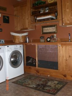 built in kennel -- a neat place in the laundry or mud room! Still looking for the perfect place for one in our new house Garage Design, House Design, Mud Room Garage, Dog Rooms, Laundry Storage, Pet Furniture, Laundry Room Design, Mudroom, Home Remodeling