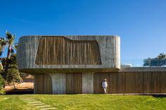 Hoe het nieuwe Brutalisme er heden ten dage uit ziet. Villa Mediterraneo op Ibiza is een ontwerp van Metroarea.