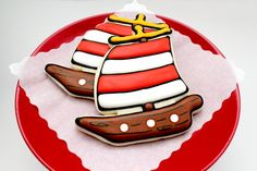 Full pirate ship cookie tutorial from @sugarbelle So cute... and easy!