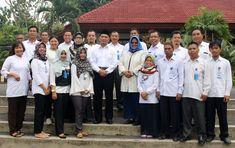 Mendikbud Prof. Dr. Muhajir Effendy, M.A.P (berpeci) saat berkunjung di PPPPTK Seni dan Budaya