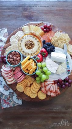 I want to teach you How to Assemble a Charcuterie Platter. It is not difficult, but a few basic rules. A Charcuterie platter is an easy and elegant way to entertain especially if you have last minute guests without much time to cook anything. Snacks Für Party, Appetizers For Party, Appetizer Recipes, Finger Food Appetizers, Food Platters, Cheese Platters, Party Platters, Meat And Cheese Tray, Aperitivos Finger Food