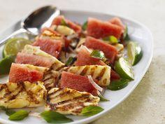 Grillkäse (Halloumi) mit Wassermelone | Zeit: 25 Min. | http://eatsmarter.de/rezepte/grillkaese-halloumi-mit-wassermelone