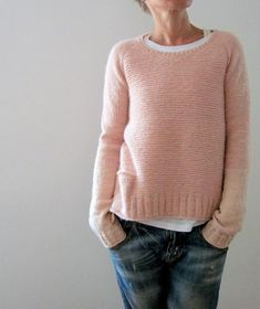 Ravelry: Pink memories pattern by Isabell Kraemer (with pocket & bi-colour sleeves) Diy Pullover, Pijamas Women, Fashion Mode, Garter Stitch, Mode Outfits, Pulls, Knitting Projects, Knitting Patterns, Knitting