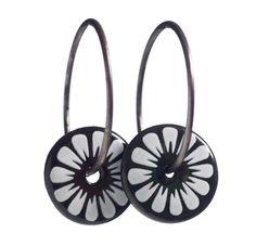 Scherning Bellis Black øreringe, sort - Tinga Tango #scherning #øreringe #smykker