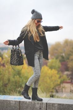 Love this outfit - printed skinny jeans