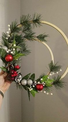 Christmas holidays often come with joy and happiness. This can be emphasized with a bunch of DIY Christmas wreaths to make the holiday complete. Wreath Crafts, Diy Wreath, Christmas Projects, Holiday Crafts, Wreath Ideas, Cheap Christmas Crafts, Wreath Making, Christmas Ideas, Noel Christmas
