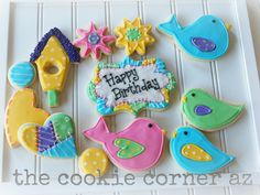 cookie corner: Little Birdies  The large bird cutter is from Ecrandal.  The little birdies are just a paisley.