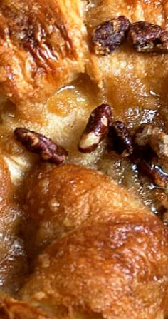 Easy and delicious, this Butter Pecan Croissant Bread Pudding comes together in a flash. Delicious served with a scoop of vanilla ice cream. Pudding Desserts, Köstliche Desserts, Pudding Recipes, Delicious Desserts, Cake Recipes, Dessert Recipes, Yummy Food, Apple Recipes, Dessert Dips