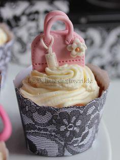 Le Delizie di Amerilde. Fashion cupcake. Pink bag cupcake from www.ledeliziediamerilde.it