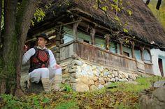 More Photos, Romania, Cottage, Memories, House Styles, Home Decor, Folklore, Houses, Park
