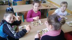 Jak przeprowadzić interesująca lekcje o zdrowym żywieniu, podpowiada blogerka ze szkoły w Słowiku. http://blogiceo.nq.pl/slowiki/2014/02/17/propozycja-zajec-edukacji-zdrowotnej/