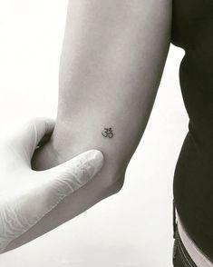 Tattoo Artists Studio Geometric Tattoos - Tattoo artists studio _ tattoo-künstler-studio _ studio d'artistes de t - Yoga Tattoos, Tattoos Skull, Line Tattoos, Tattoos Om, Tatoos, Ohm Tattoo, Om Symbol Tattoo, Unique Tattoos, Beautiful Tattoos