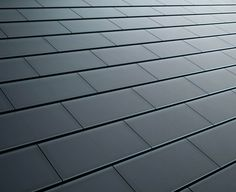 What is good to know about Tesla solar roof? The solar roof complements the architecture of your home, turning sunlight into electricity. Diy Solar, Eco Energie, Eco Construction, Solar Shingles, Roofing Shingles, Solar Licht, Solar Heater, Solar Roof Tiles, Tesla Roof Tiles