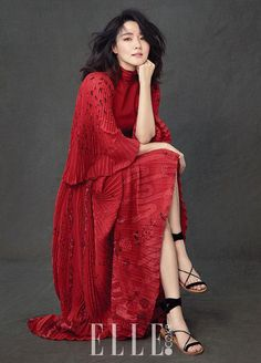 Lee Young-ae said she does not feel regretful about getting old as an actress in a recent interview with fashion magazine Elle Korea. Korean Beauty, Asian Beauty, Asian Fashion, Fashion Photo, Poses, Asian Woman, Asian Girl, Korean Celebrities, Celebs