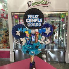 Mini cilindro personalizado para el  en su cumpleaños Flower Box Gift, Flower Boxes, Balloon Decorations, Birthday Decorations, Candy Arrangements, Candy Bouquet, Ideas Para Fiestas, Happy B Day, Man Birthday