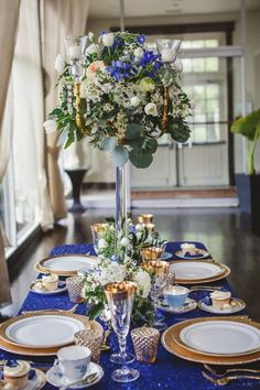 Vintage Meets Glam Wedding Inspiration - Belle The Magazine Royal Blue and Gold Wedding Ideas<br> If royalty is what you are going for, then this blue and gold wedding inspiration is for you. Featuring the perfect mix of vintage and glamour. Navy Blue And Gold Wedding, Gold Wedding Theme, Royal Blue And Gold, Wedding Colors, Gold Wedding Centerpieces, Blue Centerpieces, Blue Table Settings, Wedding Table Settings, Blue Wedding Receptions