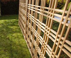 Wonderful Euro inspiration for garden fencing & trellises Veg Garden, Garden Fencing, Fence Gate, Walkway, Trellis, Ippon, Yard, Exterior, Outdoor Structures
