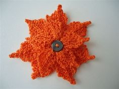crochet -- nice for fall projects, make this in white or blue for winter projects Crocheted Flowers, Flower Crochet, Crochet Flower Patterns, Art Au Crochet, Thread Crochet, Crochet Motif, Crochet Ornaments, Fall Projects, Crochet Christmas