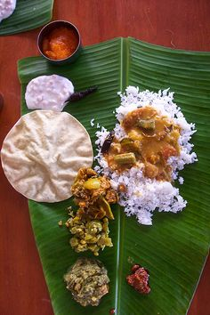 Indian Food in Banana Plam Leaf! The most authentic experience. Indian Food Recipes, Asian Recipes, Kerala Food, South Indian Food, India Food, Indian Dishes, Street Food, Food Inspiration, Love Food