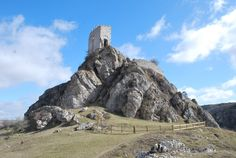 Es mi tierra — Urbel Castle, Burgos, Castile and león, Spain. Places Around The World, Around The Worlds, Wood Art, Mount Rushmore, Wildlife, Castle, Wanderlust, Mountains, Landscape