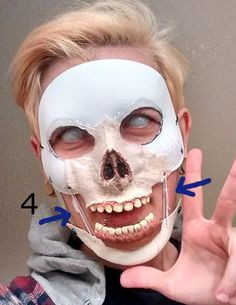 Arkham Knight Scarecrow Mask Tutorial nice mod from craft mask into scarecrow. Good for other masks too. Source by Arkham Knight Scarecrow, Scarecrow Cosplay, Scarecrow Halloween Makeup, Scarecrow Mask, Quick Halloween Costumes, Halloween Scarecrow, Halloween Masks, Halloween Diy, Women Halloween