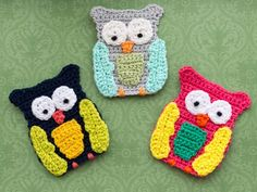 Over 35 free crochet owl patterns to make. Crochet owl toys, owl amigurumis, owl baby rattles, owl ornaments and more exciting owl themed patterns. Crochet Socks Pattern, Crochet Motif, Crochet Yarn, Free Crochet, Crochet Owls, Crochet Appliques, Irish Crochet, Crochet Patterns Free Women, Crochet Toys Patterns