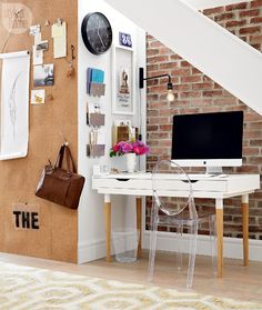 Customized office desk {PHOTO: Michael Nangreaves}