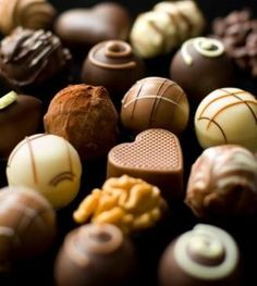 Are you seeking gourmet chocolate candy recipes? Making your own gourmet chocolates may seem daunting, but it isn't nearly as difficult as it looks. With a few simple secrets, you'll be making your own gourmet chocolates in no time. Chocolate Bonbon, Chocolate Candy Recipes, Death By Chocolate, I Love Chocolate, Chocolate Shop, Chocolate Truffles, Chocolate Lovers, Chocolate Candies, Lindt Chocolate