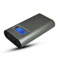 Cargador de movil portátil universal de 7800 mAh,  esta batería tiene una pantalla para que puedas ver el porcentaje de batería que te queda. tiene 2 entradas de usb para que puedas cargar varios aparatos al mismo tiempo y una linterna. Puedes ver más detalles en  http://tusmoke.com/novedades/166-bateria-externa-5800-mah-ultra-fina-power-bank-metal.html