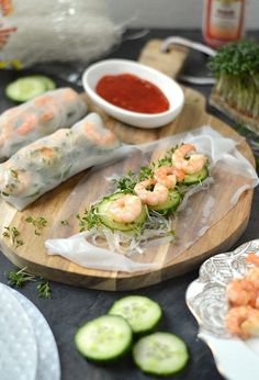 Delicious homemade Vietnamese spring rolls with veggies shrimp and glass noodles. (in Dutch) Healthy Drinks, Healthy Snacks, Vietnamese Spring Rolls, Tapas, Comfort Food, Latte, Asian Cooking, Fabulous Foods, Seafood Recipes