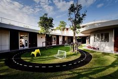 Thailand's Kensington International Kindergarten, in Bangkok, was built to rouse kids' imaginations. Curved walls swoop around the building so that kids don't feel boxed in by hard lines. Architecture Building Design, School Architecture, Small Courtyards, Curved Walls, Nordic Design, Architect Design, The Best, Around The Worlds, Exterior
