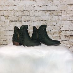 Needing some spring booties?! Comment below with PayPal to purchase and ship or comment for 24 hour hold #repurposeboutique#shoprepurpose#repurposemystyle#carthage#boutiquelove#style#trendy#musthaves#obsessed#fashion#spring#springready