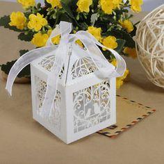 http://www.ebay.fr/itm/12-boite-a-dragees-mariage-bapteme-decoration-accessoire-marie-coeur-wedding-box-/321113022030?pt=FR_YO_MaisonJardin_Decoration_DecorationsFete&hash=item4ac3d3de4e