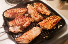 J'entends souvent que les poitrines de poulet, c'est dur à réussir et c'est toujours sec. Je ne sais pas si c'est parce que j'en cuisine rarement et que, lorsque j'en cuisine entières, je fais pas mal toujours la recette que je vous présente aujourd'hui, mais je ne mange jamais de poitrines de poulet sèches. Et… Lire la suite Poulet grillé à la grecque