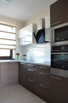 Woodline mock modern konyhabútor, üveghátlappal, rejtett LED világítással, BLUM… Kitchens, Kitchen Cabinets, Led, Modern, Ideas, Home Decor, Trendy Tree, Decoration Home, Room Decor