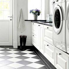 """52 gilla-markeringar, 6 kommentarer - Hem till Vega (@hemtillvega) på Instagram: """"En riktig tvättstugedröm helt i min stil! ◾️◽️ #tvättstuga #laundryroom #blackandwhite #svartvitt…"""""""