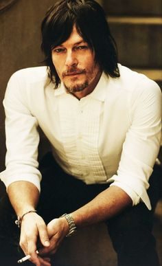 When a scruffy dude takes his fancy shirt and rolls up the sleeves...I DIE.
