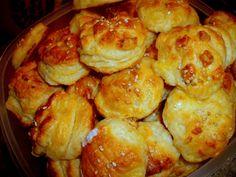 Smotanovo-zemiakové skladané pagáče (fotorecept) - recept | Varecha.sk Pretzel Bites, Ale, Bread, Food, Basket, Ales, Breads, Baking, Meals