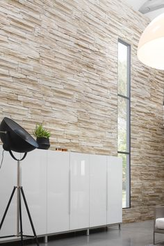Yosemite, parement lumineux à la texture nervurée - Sheff Verlinden Grey Siding House, Cladding Panels, Glass Stairs, Tv Decor, Home Decor, Led Rope Lights, Faux Wood Blinds, Room Additions, Moving House