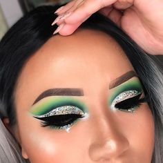 Green makeup eye look for women. Green cut crease with silver glitter flakes. And winged liner. Silver Eye Makeup, Silver Eyeshadow, Green Eyeshadow, Makeup Eye Looks, Smokey Eye Makeup, Makeup Eyeshadow, Smoky Eye, Glitter Makeup Looks, Makeup Geek