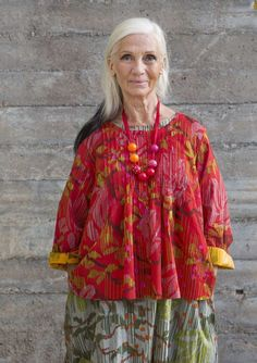 """Blouse """"Magnoli"""" in ecocotton Printed blouse with a neat through-breasted model… Shabby Chic Outfits, Bohemian Mode, Boho Chic, Gudrun, Beautiful Old Woman, Advanced Style, Kinds Of Clothes, Boho Fashion, Fashion Design"""