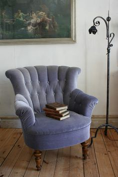 love this chair - love the vintage-y look. Now to find one to match my living room!