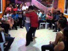 ▶ Bachata Dominicana, verdadero estilo - YouTube