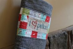 The i {heart} Pellon stocking uses Quilters Grid to make quick work of an adorable postage stamp patchwork detail on the front in a free sewing patchwork stocking tutorial. Drawstring Bag Pattern, Baby Carrier Cover, Emmaline Bags, Sewing Terms, Cross Stitch Stocking, Christmas Sewing Projects, Christmas Stocking Pattern, Techniques Couture, Japanese Embroidery