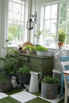 *love the green and white painted floor Cozy Cottage, Cottage Style, Farmhouse Style, Farmhouse Decor, Vibeke Design, Painted Floors, Painted Wood, Home Interior, Interior Plants