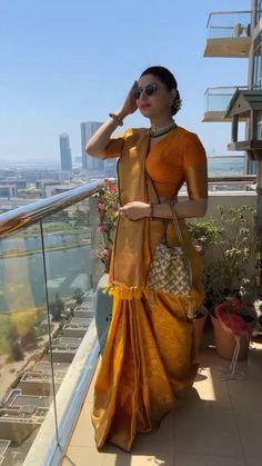 Choli Blouse Design, Sari Blouse Designs, Choli Designs, Designer Blouse Patterns, Bridal Blouse Designs, Kurta Designs, Diy Blouse, Dress Indian Style, Indian Fashion Dresses